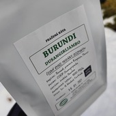 Filtrujete💧🌡️⌛☕? Milujete světle pražené ovocné kávy 🥥 🍊🍇🍏? Máme pro vás 👉Burundi Dusangirijambo👈, kafe☕♥️ které dřív vypijete, než vyslovíte😁😋👌 . . . #sicafe #sicafecz #prazirnakavy #prazirnajablunkov #coffeespecialty #coffee #coffeebag #prazirna #prazirnajablunkov #damesicafe #jablunkov #kava #burundi #dusangirijambo #drip #vyberovakava #v60 #aeropress #chemex #dripcoffee #dejsicafe