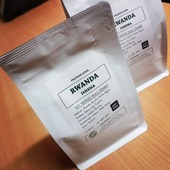 Rwanda Ishema 👉sladké medové aroma, v šálku mix tropického ovoce, a dlooouhá meruňkovo-jablečná dochuť👈 Dáme sicafe? 👌☕😋 . . . #sicafe #sicafecz #prazirnakavy #prazirnajablunkov #jablunkov #vyberovakava #rwandaishema #damesicafe #vyberovakava #rwanda #ishema #prazirna #coffeeroasters #coffeespecialty